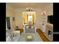 3 bedroom flat in Stuart Court, Richmond, TW10 (3 bed)