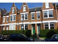 1 bedroom flat in Bisham Gardens, Highgate