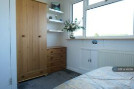 1 bedroom in Pyecombe Corner, London, N12 (#962264)