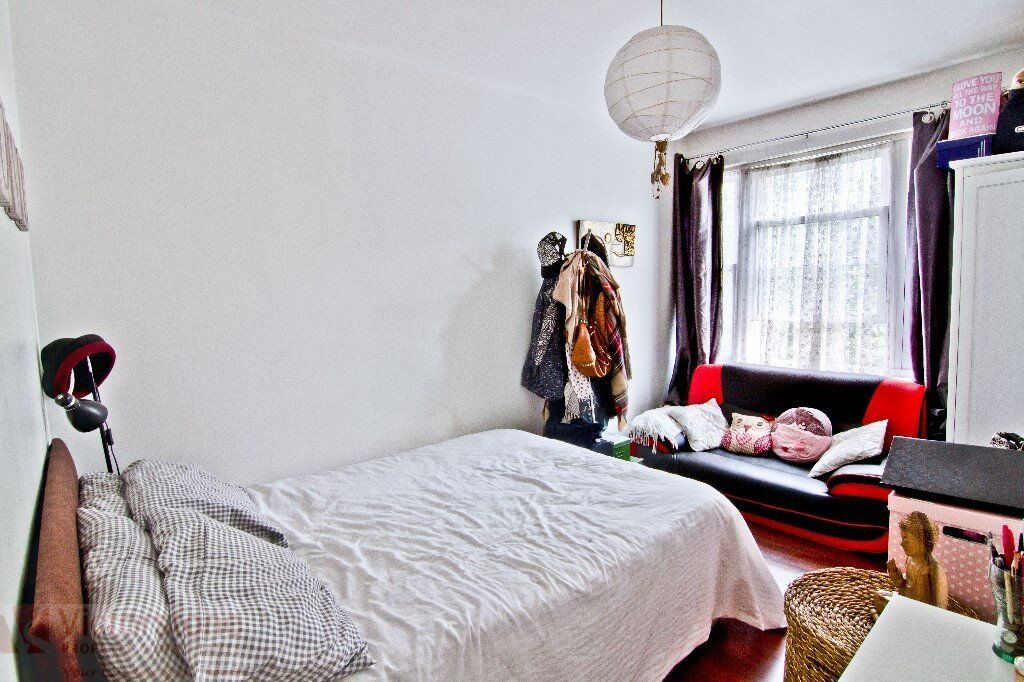 THREE DOUBLE BED SHOREDITCH £500 PER WEEK AVAILABLE END OF MAY
