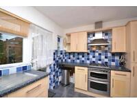 2 bedroom flat in Park Court, Friern Park, North Finchley, N12
