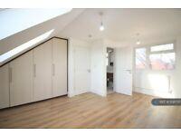 1 bedroom in Fir Tree Road, Hounslow, TW4 (#1138700)