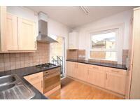 3 bedroom flat in High Road, East Finchley, N2