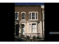 4 bedroom house in Lichfield Road, London, E3 (4 bed)
