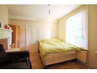!!!!FANTASTIC STUDIO APARTMENT WITH SEPARATED KITCHEN AND DIRECT ACCESS TO COMMUNAL GARDEN !!!!