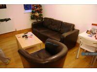 3 bedroom flat in Hyde Terrace, Leeds, LS2 (3 bed) (#1098647)