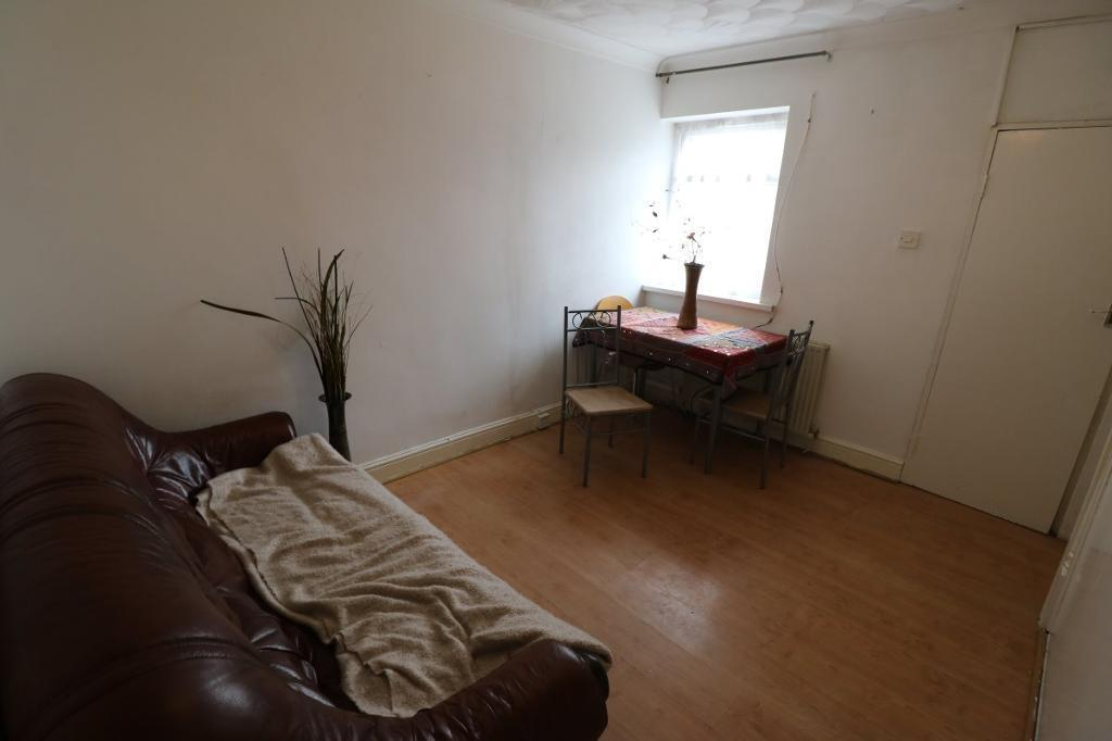 2 bedroom flat in Netley Road, Newbury Park