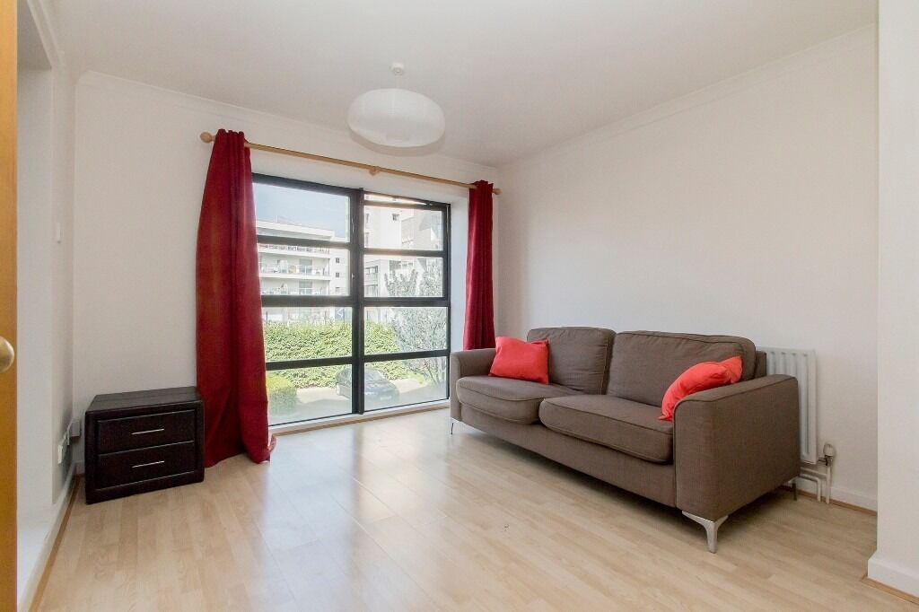 ***SPACIOUS one DOUBLE BEDROOM apartment with private BALCONY***furnished with allocated PARKING***