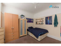 Double room available in 5 bed house with 2 bathrooms with garden in Bromley. All bills included