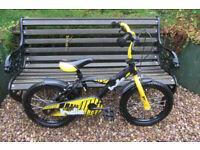 Bikes Childs bike ( like new )