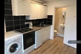 Studio flat in Earls Court, Earls Court , SW5