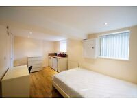**ATTENTION MATURE STUDENTS & PROFESSIONALS** LUXURIOUS EN SUITES TO LET NEAR TOWN - CALL NOW