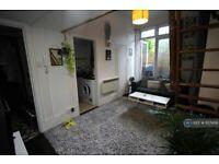 Studio flat in Gloucester Drive, London, N4 (#1137456)