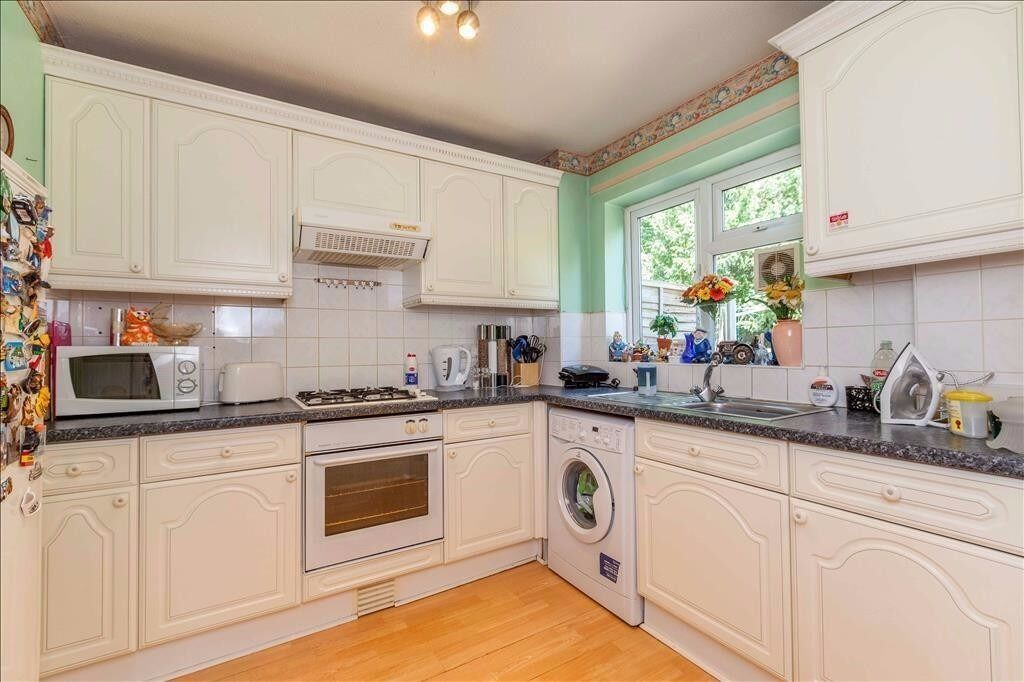 Three Bedroom House to rent in Ealing - Available Now - Furnished - West London £1,890pcm Parking