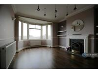 2 bedroom flat in Bellingham Road, London, SE6 (2 bed)