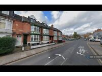 2 bedroom flat in Fosse Road South, Leicester, LE3 (2 bed) (#1078605)