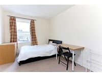 CAMDEN HIGH STREET, NW1: -SLEEK AND SIMPLE -HEART OF CAMDEN -PRIVATE ENTRANCE -GOOD SIZED ROOMS