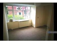 1 bedroom flat in Kingsleigh Road, Heaton Mersey, Stockport, SK4 (1 bed)