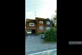 1 bedroom flat in Weald Road, Brentwood, CM14 (1 bed) (#1131365)