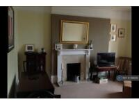 3 bedroom flat in Huguenot Place, London, SW18 (3 bed)
