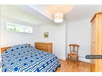2 bedroom flat in St. Stephens Terrace, London, SW8 (2 bed)