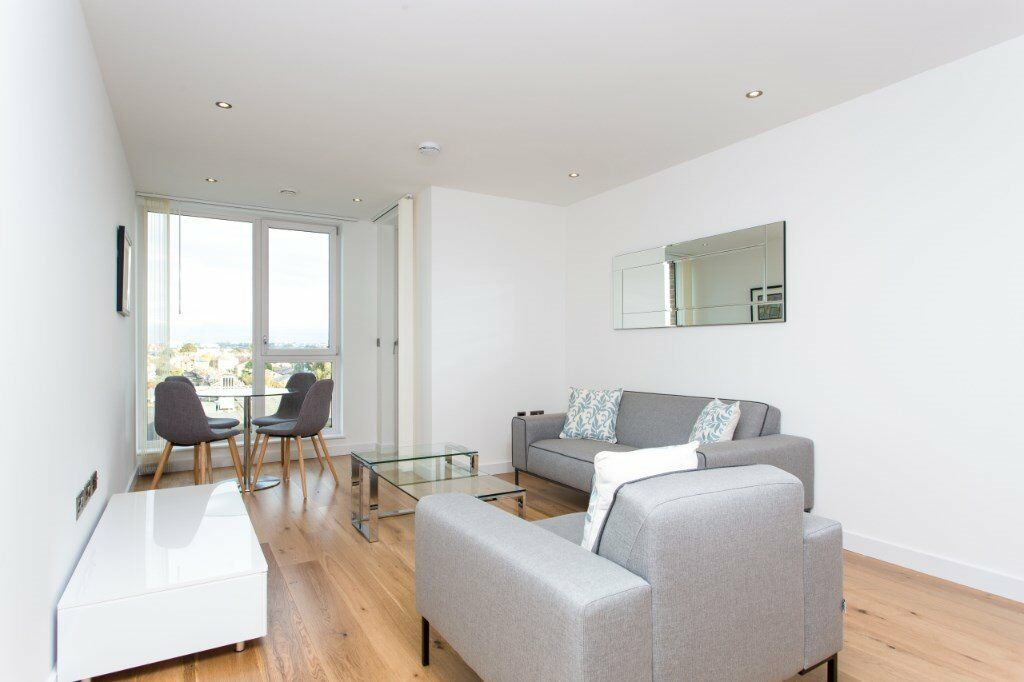 VACANT! SPACIOUS NEW DESIGNER FURNISHED 1 BED APARTMENT - HAMMERSMITH W6 RAVENS COURT DISTRICT LINE