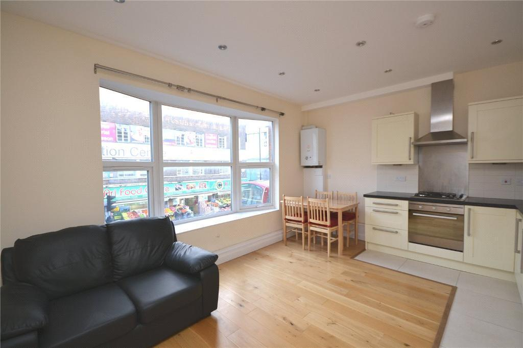 2 bedroom flat in Ballards Lane, London, N12