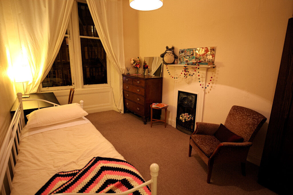AVAILABLE NOW: short term (1 month) large furnished double bedroom leafy Hyndland £450 all inclusive