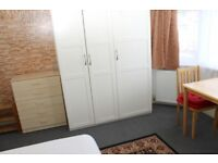 En Suite Room available now Close to Wood Green Underground