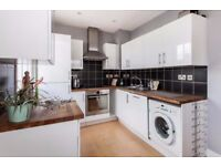 LUXURY 2 BED 1 BATH, WITH WOOD FLOORING, GARDEN, FULLY FURNISHED, NEAR DLR IN LIVERPOOL ROAD N1