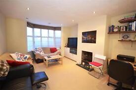 2 bedroom flat in Hale Lane, Mill Hill, NW7