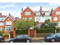 4 bedroom flat in Bracknell Gardens, Hampstead