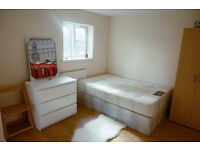 Zone 2, ensuite ready now. Docklands, south quay, canary wharf. Must see!!