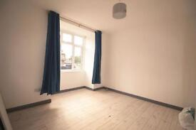 2 bedroom flat in Hutton Grove,North Finchley