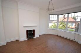 2 bedroom flat in Gainsborough Road, Woodside Park, N12
