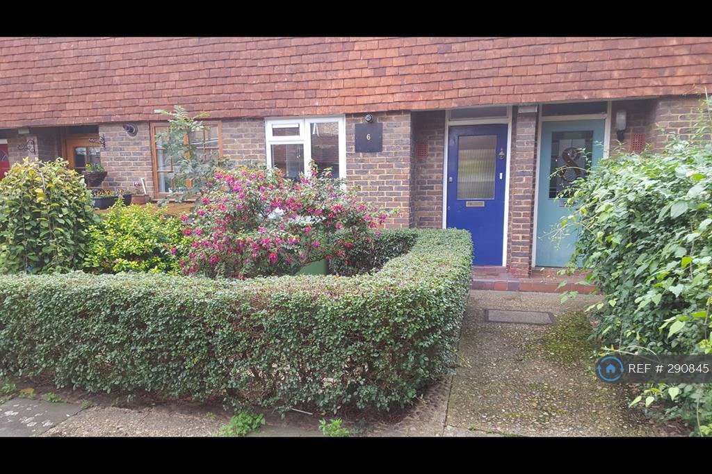 3 bedroom house in Penton Place, London, SE17 (3 bed)