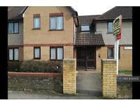 3 bedroom flat in Bishops Rise, Hatfield, AL10 (3 bed)