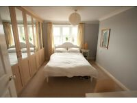Large Double Room Available in Penthouse Flat in Central Southampton (Bills included)