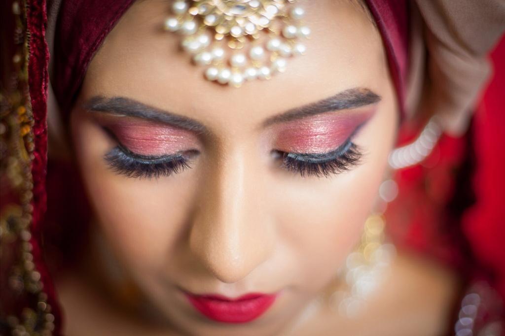 Uzma S Mehndi Makeup : Sculpt beauty u creativity with a difference