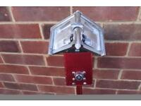 Level 5 corner box with 3.5 angle head and extendable handle