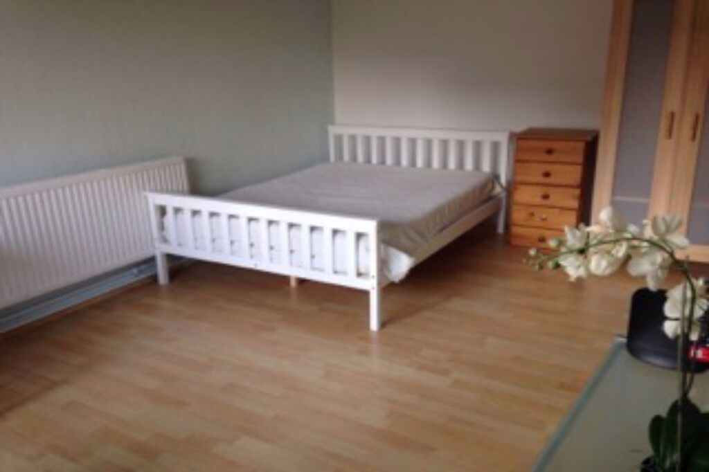 Spacious Accomodation By Old Street - Immediate Move