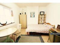 1 bedroom in Oakdale Road, London, E7 (#948286)