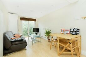***Great 2 bedroom property, Northern line, perfect for couples***