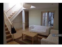 2 bedroom flat in Brixton Road, London, SW9 (2 bed)