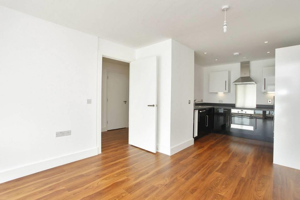 A Brand New Apartment, Close to St John's Wood, Modern Furnishing, 7th Floor, Panaramic Views & More