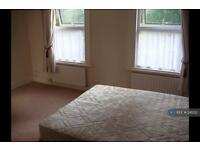 1 bedroom in Turpins Lane, London, IG8