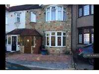 4 bedroom house in Emmott Avenue, Ilford, IG6 (4 bed)