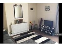 2 bedroom flat in The Parade, Walton On The Naze, CO14 (2 bed)