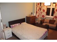 QUIET ROOM TO LET IN SHARED HOUSE