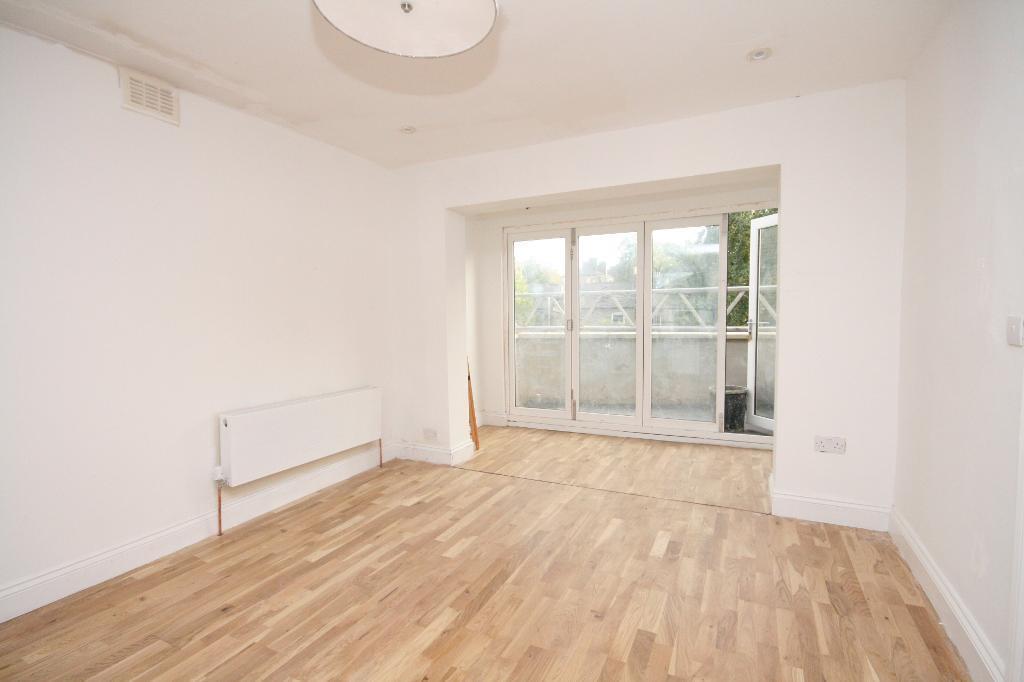 2 bedroom flat in Conewood Road, Highbury